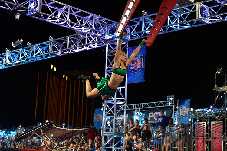 "Jessie Graff becomes first woman to clear Stage 1 in ""American Ninja Warrior"" Las Vegas finals!